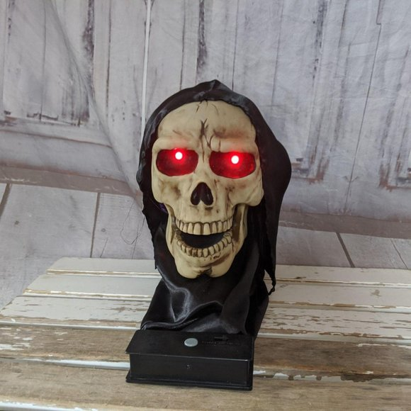 Jumping skull Halloween decor shocker prop head an